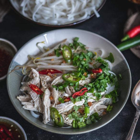 tajska zupa z makaronem